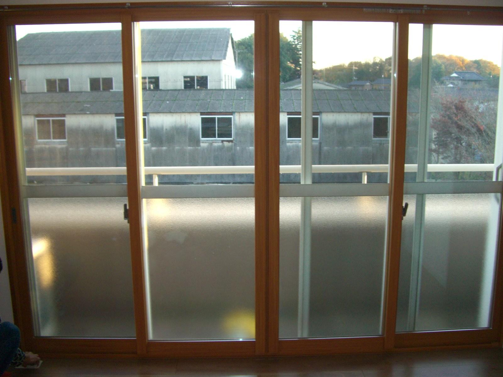 2Fの寝室を和室から洋室にリフォーム。<br /> 掃き出しの大きな窓には内窓を取り付け、快適に過ごせるようになりました。