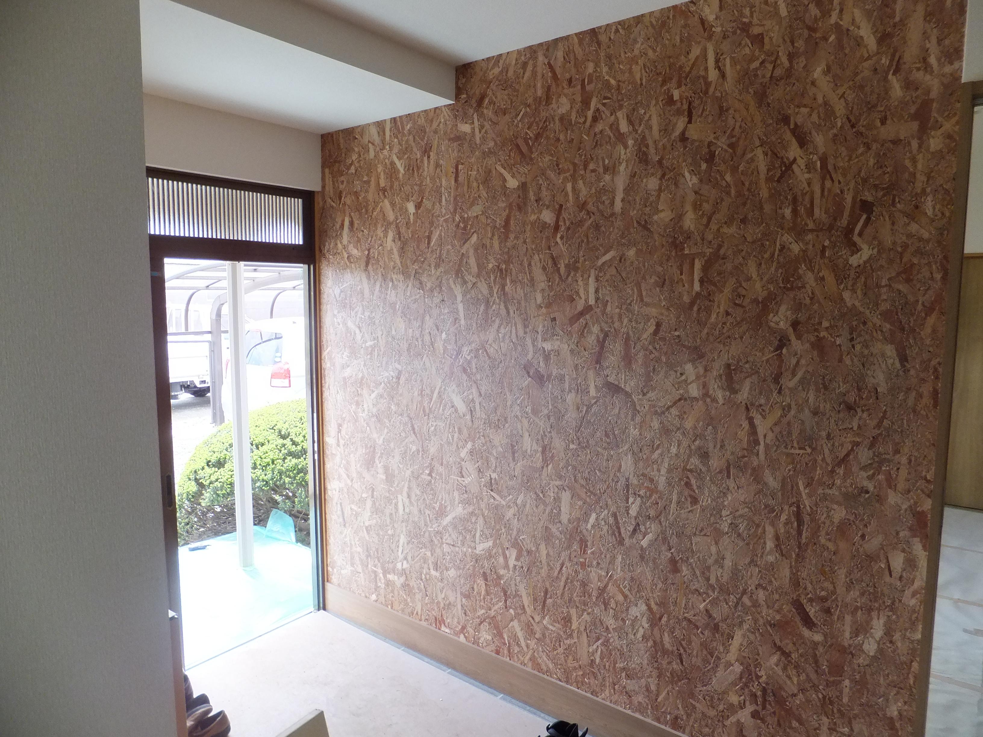 木の温かみを感じていただけるよう壁の一面にOSBを貼り、空間のアクセントとして。